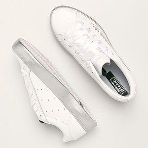 New Adidas sleek white sneakers